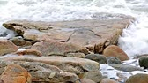 seixos : Close view video of the ocean washing ashore onto rocks and sand at Southwest Harbor, Maine Stock Footage