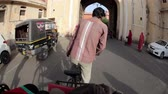 editorial : JAIPUR, RAJASTHAN, INDIA - MARCH 3, 2015: Bicycle rickshaw showing landmarks of Pink city for tourists Stock Footage
