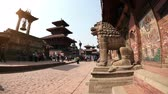 mercado : PATAN SQUARE, NEPAL - APRIL 4, 2014: View to the croedy touristic place of Durbar Square one of the famous place around Kathmandu