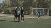 gardien de but : Football defending team forming a wall to block direct free kick under coommands of goalie during soccer game on the pitch. Soccer striker attempting to score from free kick during football match.