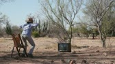 entusiasta : Woman Watching a Retro TV in the Bush and Jumping for Joy