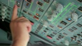 рычаг : Glass cockpit cabin door flight deck. Pilot hands operating electronic gadgets and switch controls panel of aircraft, preparation for take off or landing on Airbus A319 A320