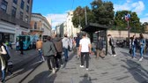 vergadering : istanbul, Turkey - October 2018: Hyperlapse video of people walking on Istiklal Street, Istanbul, Turkey