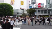 pěší : Tokyo, Japan - August 2018: City pedestrian traffic of people crossing the famous Shibuya intersection