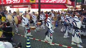 flet : Tokyo, Japan - August 2018: Japanese performers dancing traditional Awaodori dance in the famous Koenji Awa Odori festival. Wideo