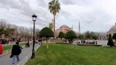 церкви : istanbul, Turkey - December 2018: Hagia Sophia in Sultanahmet square hyperlapse