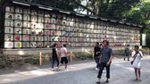 doação : Tokyo, Japan - August 2018: Barrels with sake were donated as a gift to Meiji Shrine from a different Japan breweries. These barrels have got a special name komokaburi.