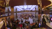 mercado : Istanbul, Turkey - December 2018: Apple store in Zorlu Center shopping mall with unidentified people shopping, Istanbul, Turkey Stock Footage