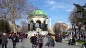 オットマン : istanbul, Turkey - March 2019: German Fountain with tourist crowd at the Sultanahmet Square in Eminonu, istanbul, Turkey