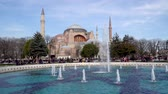 ahmet : istanbul, Turkey - March 2019: Hagia Sophia Ayasofya in Sultanahmet Square park with tourist crowd, istanbul, Turkey