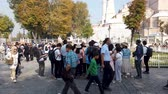 esperar : istanbul, Turkey - October 2019: Tourists in queue to enter Hagia Sophia Ayasofya museum in Sultanahmet Vídeos