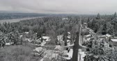 koning : Bellevue Newcastle Mercer Island Lake Washington Luchtfoto boven winter sneeuw bedekt landschap Stockvideo