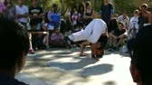 dançarina : Hip-Hop breakdancers compete in pairs,   Plaza of the Palace of Popes, Avignon