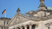 voto : German Politics Concept: Pan Shot of The Reichstag Building in Berlin, Germany Vídeos