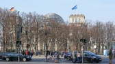 almanca : BERLIN, GERMANY - MARCH 26, 2018: Traffic Near Brandenburg Gate With Reichstag Parliament Building In Background Stok Video