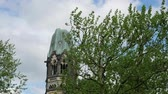 プロテスタント : Time Lapse Zoom: Famous Kaiser Wilhelm Memorial Church Against A Cloudy Sky In Berlin, Germany
