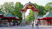 посетителей : BERLIN, GERMANY - JULY 20, 2018: The Elephant Gate, Entrance To Berlin Zoological Garden, Zoologischer Garten In German Language, In Berlin, Germany