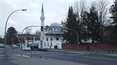 cúpulas : BERLIN, GERMANY - JANUARY 29, 2018: Traffic In Front of Beautiful Sehitlik Mosque In Berlin, Germany