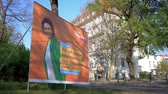 anuncios : BERLIN, GERMANY - APRIL 18, 2019: Campaign Poster of Nicola Beer, German Lead Candidate For The FDP For The Elections To The European Parliament In Berlin, Germany