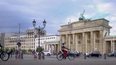 歴史的価値のある : BERLIN, GERMANY - JULY 8, 2019: Cyclists Riding Bicycles At Brandenburg Gate In Berlin, Germany In Summer