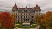 официальный : Fall Season New York Statehouse Capitol Building in Albany Стоковые видеозаписи