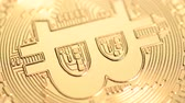 bankügylet : Bitcoin cryptocurrency rotating seamless loop. Golden crypto coin, macro shot. Stock mozgókép