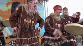 абориген : KAMCHATKA PENINSULA, RUSSIA - NOV 4, 2018: Women and men in national clothing indigenous inhabitants Kamchatka dancing with tambourine. Celebration of Koryak national holiday Hololo (Day of Seal).