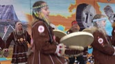 абориген : KAMCHATKA PENINSULA, RUSSIA - NOV 4, 2018: Group girls in national clothing indigenous inhabitants Kamchatka dancing and beats tambourine. Celebration of Koryak national holiday Hololo (Day of Seal).