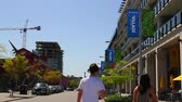 concorrentes : VANCOUVER, BRITISH COLUMBIA,CANADA - CIRCA May 2012 :couple walking at olympic village