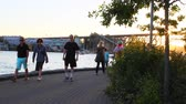 английский : VANCOUVER, BRITISH COLUMBIA,CANADA - CIRCA May 2012 :sunset - people walking on yaletown seawall Стоковые видеозаписи
