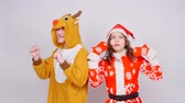 rotwild : Young woman in santa claus hat and man in carnival costume of deer. Fun, holiday and christmas Videos