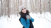 eşarp : Young caucasian woman in a winter park or forest Stok Video