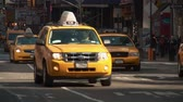 congestionamento : NEW YORK - MARCH 10: Taxis travel south on 7th Avenue through Times Square on March 10, 2013 in New York City.