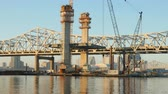 vinç : LOUISVILLE, KY - NOVEMBER 21: Construction progresses on the new I-65 bridge spanning the Ohio River between Louisville and Jeffersonville, Indiana as traffic crosses the existing John F. Kennedy Memorial Bridge on November 21, 2014 in Louisville, Kentuck
