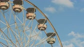 fairgrounds : Closeup view as the Gentle Giant Ferris Wheel remains with swinging gondolas during the 2014 New Jersey State Fair at the Sussex County Fairgrounds in Augusta, New Jersey. Stock Footage
