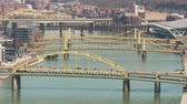 irmãs : Traffic crosses the Allegheny River bridges between the north shore and downtown Pittsburgh, Pennsylvania. Vídeos