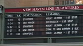 коммутирующих : NEW YORK - MARCH 10: The departure board shows New Haven Line train departure times and track assignments in Grand Central Terminal on March 10, 2013 in New York.