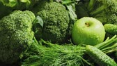 pulverizador : Video of wet green vegetables with falling carrot Stock Footage