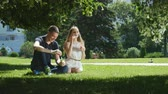 varinha : Loving couple blows soap bubbles in the park
