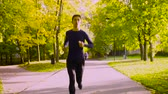 dürtmek : Young man running in the park. Fitness