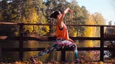 turnen : Woman doing choreographic exercises on the bridge in the park