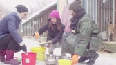 dakloze : Volunteers putting food to dogs in a dog shelter Stockvideo