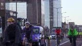 cyklista : Rush hour traffic in London with cycle lanes and car traffic