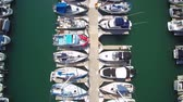 мощность : Aerial of a marina and dock full of nice boats in Southern california