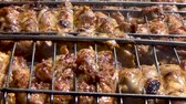 kuzu : Pieces of chicken cooked on the coals Stok Video
