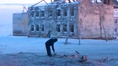 förster : Man digs snow with a stick Videos