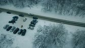 Parken im Winterwald Stock Footage