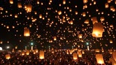 çok renkli : Many Sky Lanterns Floating In Loi Krathong Festival Of Chiang Mai Thailand 2014 Stok Video