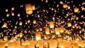 çok renkli : Many Sky Fire Lanterns Floating In Loi Krathong Festival Of Chiang Mai, Thailand 2014 Stok Video