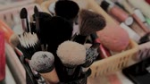 fundament : A set of brushes for makeup on the table makeup artist. Stockvideo